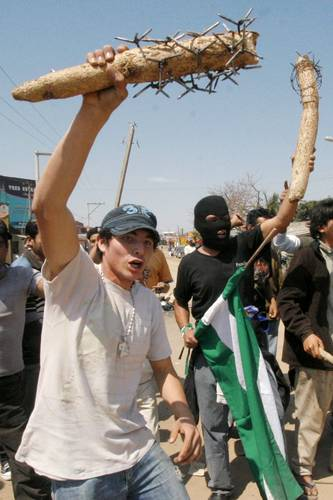 Bolivian fascist youth with spiked clubs