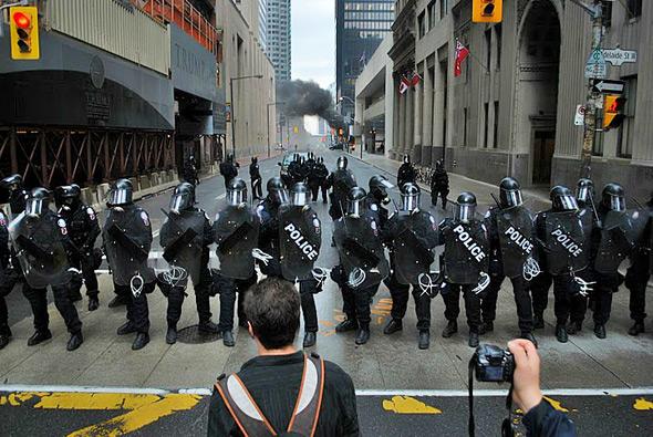 g20-riot-cops.jpg