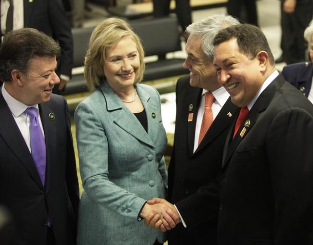 hillary-chavecito-handshake2.jpg