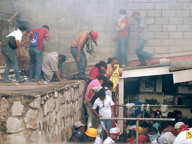hondurans-brazil-embassy.jpg