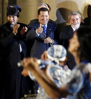 Chavecito gives samba school the thumbs-up