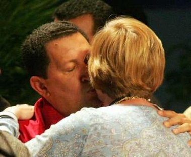 Hugo Chavez welcoming Cindy Sheehan with a kiss