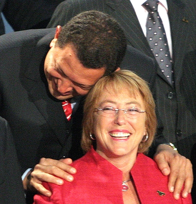 Cute shot of Hugo Chavez and Michelle Bachelet