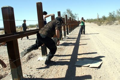 Subcomandante Marcos makes monkeys of Minutemen and mockery of border barriers!