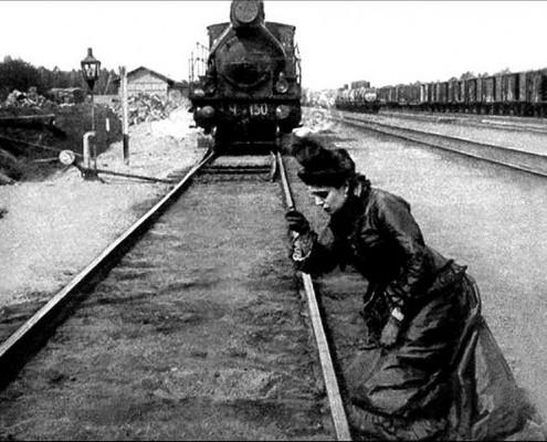 anna-karenina-train