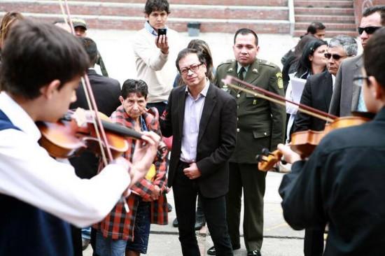 gustavo-petro-musicians