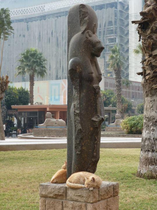 sekhmet-statue